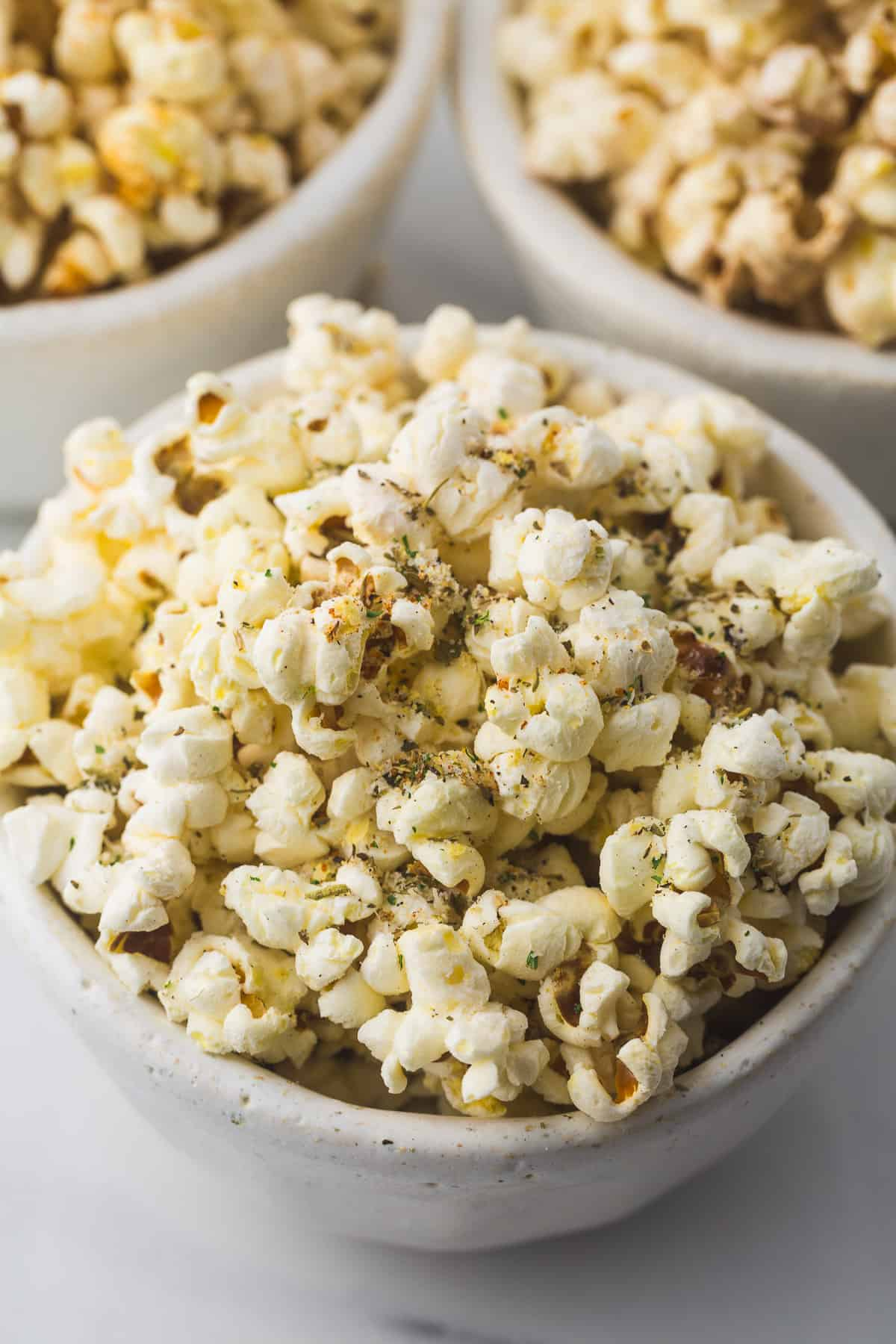 Flavored parmesan garlic popcorn